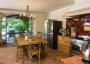 Cuisine ouverte sur la terrasse - Villa provençale sur l'île des Embiez, à proximité de Toulon