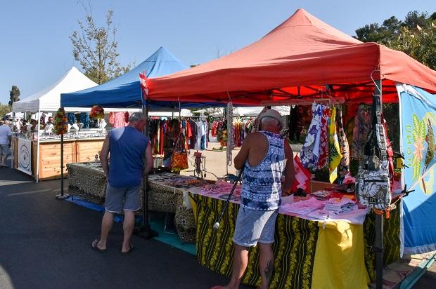 stands de produits polynésiens sur l'île des Embiez pour les Pacifics Days