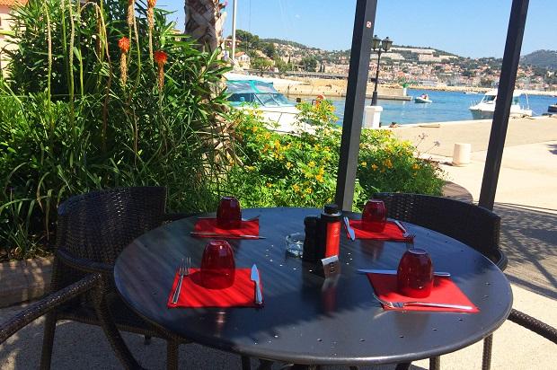 restaurant la terrasse sur l'île de Bendor