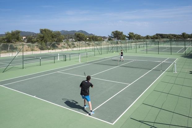 8 courts de tennis sur l'île des Embiez